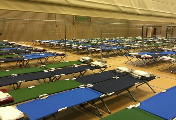 Sporthalle als Notunterkunft